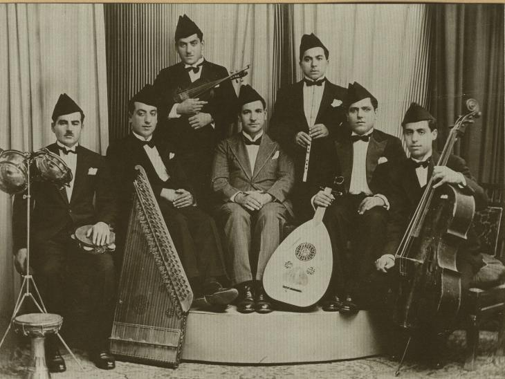 Baghdad Broadcasting Radio Orchestra: At the centre the singer Muhmmad Al-Qubanshi, 1930s. Copyright Shlomo Elkivity