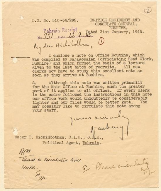 """رسالة من ر. ج. دوبيني، المقيمية البريطانية والقنصلية العامة، بوشهر، إلى الوكيل السياسي، البحرين، ٣١ يناير ١٩٤٥، يمدح فيها """"المذكرة الممتازة"""" لرئيس الموظفين المسؤول، بوشهر (راجاجوبالان). IOR/R/15/2/1046، ص. ٢"""