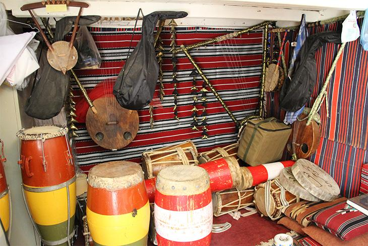 Musical instruments in the diwānīyah. Image: author's own