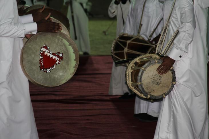 Tabl baḥri and ṭār drummers in Al 'arḍa, Qatar - photograph Rolf Killius